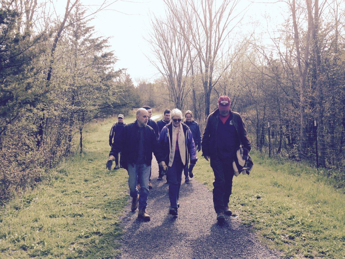 GSAA board members leading hike in for #RiverkeeperSweep #YaleDayOfService #Hudsonny 2016! https://t.co/Jt6z1ACgJm