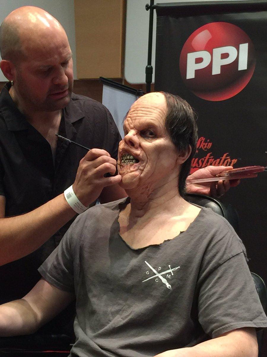 @umaexpo @richardredlefsen demo #spfx @ppiproducts #masterofmakeup #livedemo #makeupshow #Londonpic.twitter.com/kT8dqAAPpT