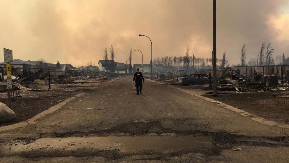 Una città trasformata in cenere, l'immagine impattante di Fort McMurray