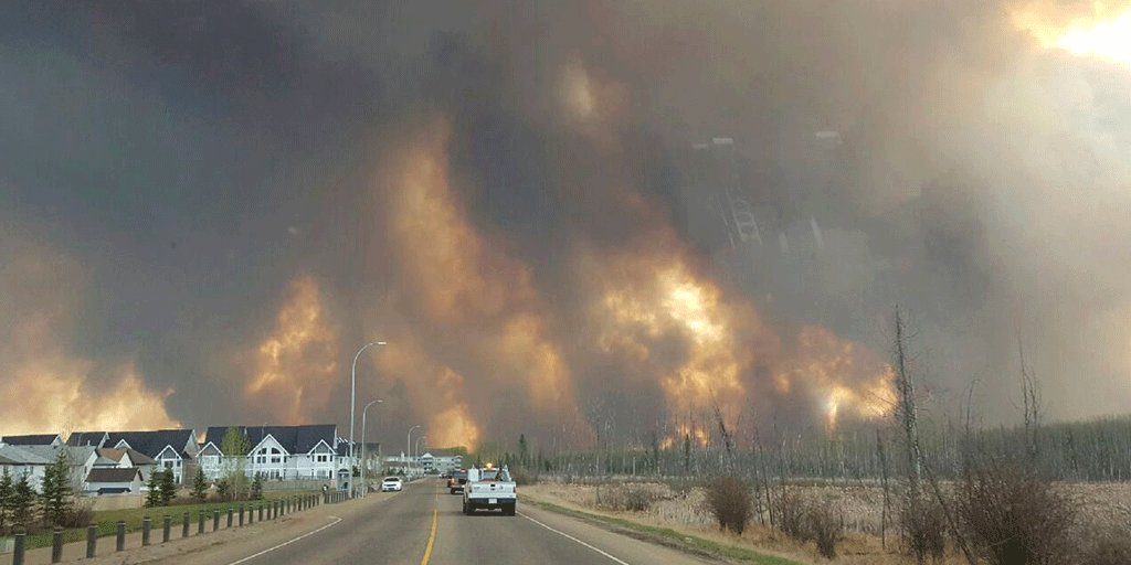 Le tragiche immagini dell'incendio a Fort McMurray in Canada