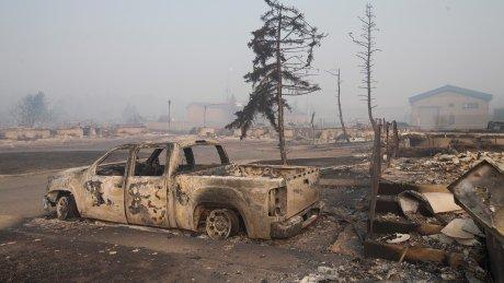 Apocalípticas imágenes del gran incendio de Alberta, Canadá Ch4oZdgXAAEEFfQ