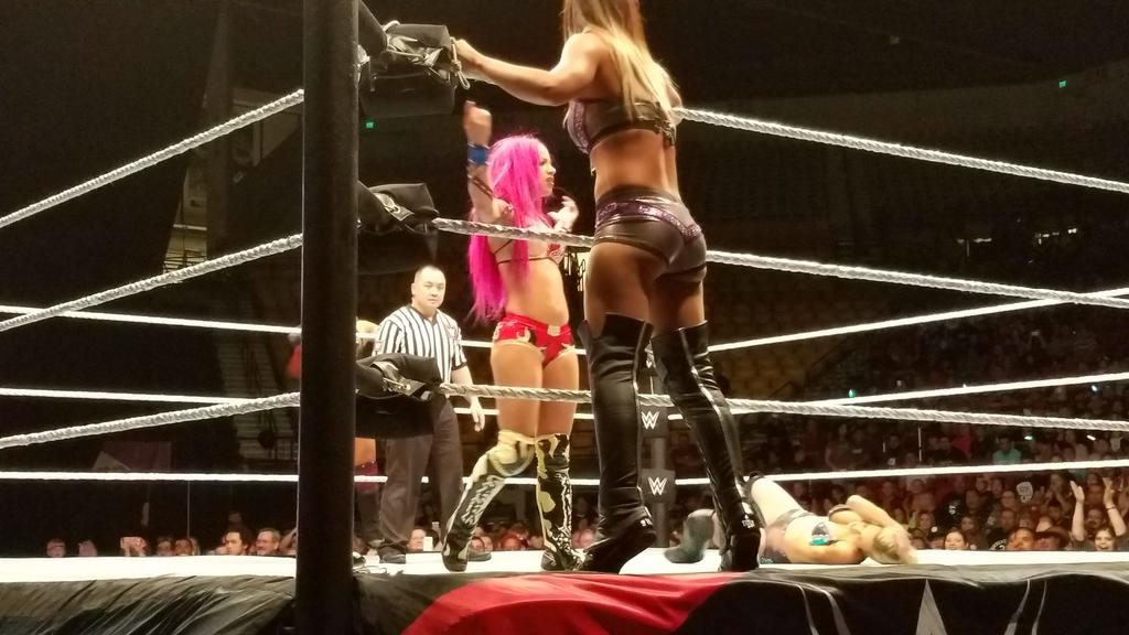 "Great pop for the #LegitBoss @SashaBanksWWE in #WWELasCruces, including ""Eddie! Eddie!"" chants from the borderland! https://t.co/9Bnpueh8hV"