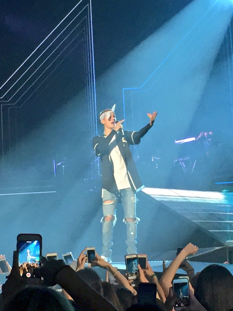 ,@justinbieber takes the stage with PURPOSE #PurposeTourPhilly https://t.co/g8kEX2VQ8g