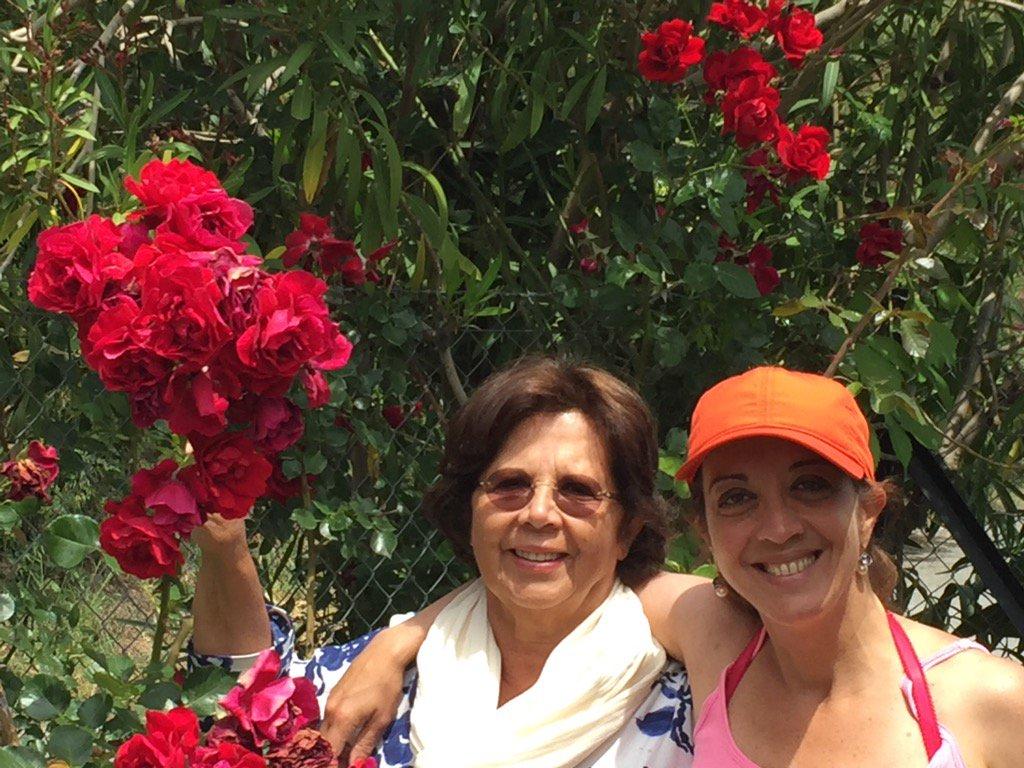 תמונה שצייצה עומאר ביום האם, שלה עם אמה