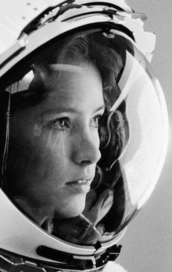 For #MothersDay : chemist, doctor, astronaut Anna Lee Fisher, became 1st mom in space, on STS-51A. Credit: NASA https://t.co/xiUhZLDsrT