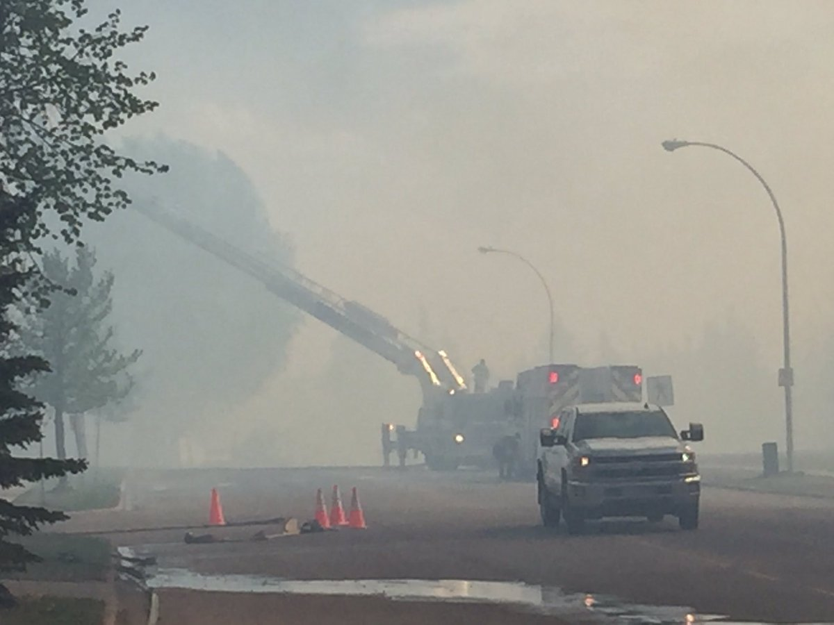 Grassfire out in Wolf Willow neighbourhood #yegfire https://t.co/nV4X9KULap