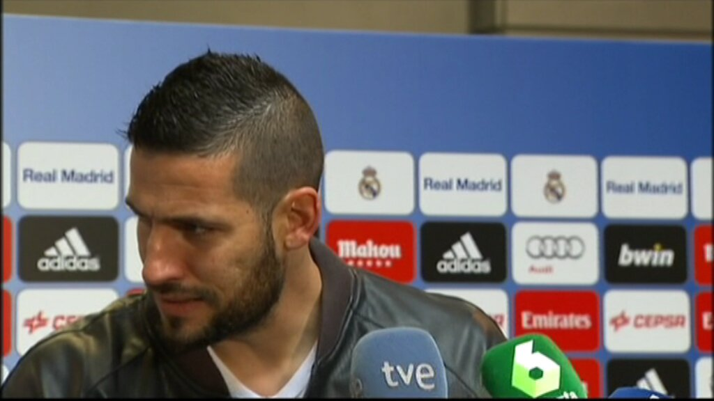 VÍDEO El @realmadrid no deixa @KikoCasilla13 respondre una pregunta en català https://t.co/YZ8xXWFJAn https://t.co/Z5H7zesIv3