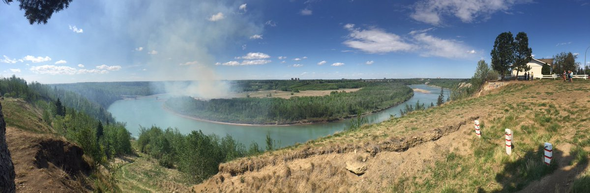 If you're by the Terwilliger Footbridge area it's time to pack up and go home.  @EdmontonFire is on their way. #yeg https://t.co/fItXjm6ngx
