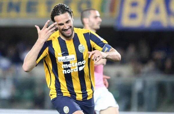 Serie A TIM VERONA JUVENTUS 2-1 Video gol highlights: Luca Toni saluta con un cucchiaio 8 maggio 2016