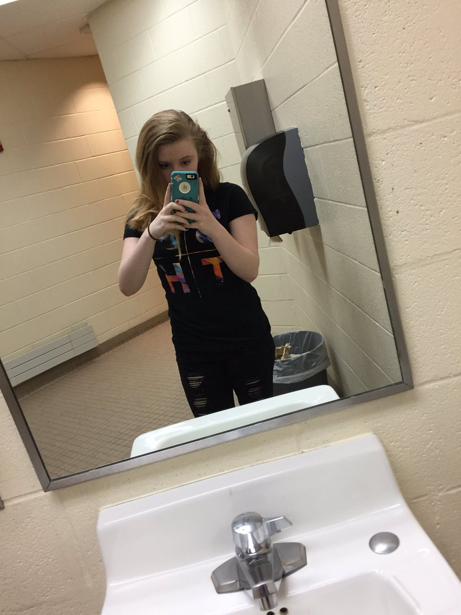 "School Bathroom Selfies jørdan danicø on twitter: ""have some shitty ass school bathroom"