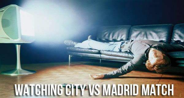 Guardando Manchester City vs Real Madrid in televisione