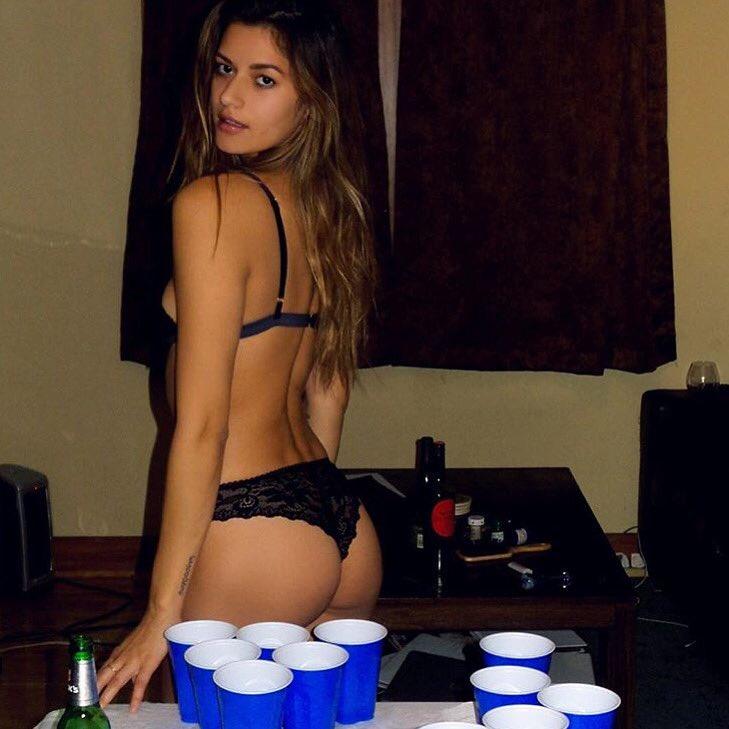 strip bier pong