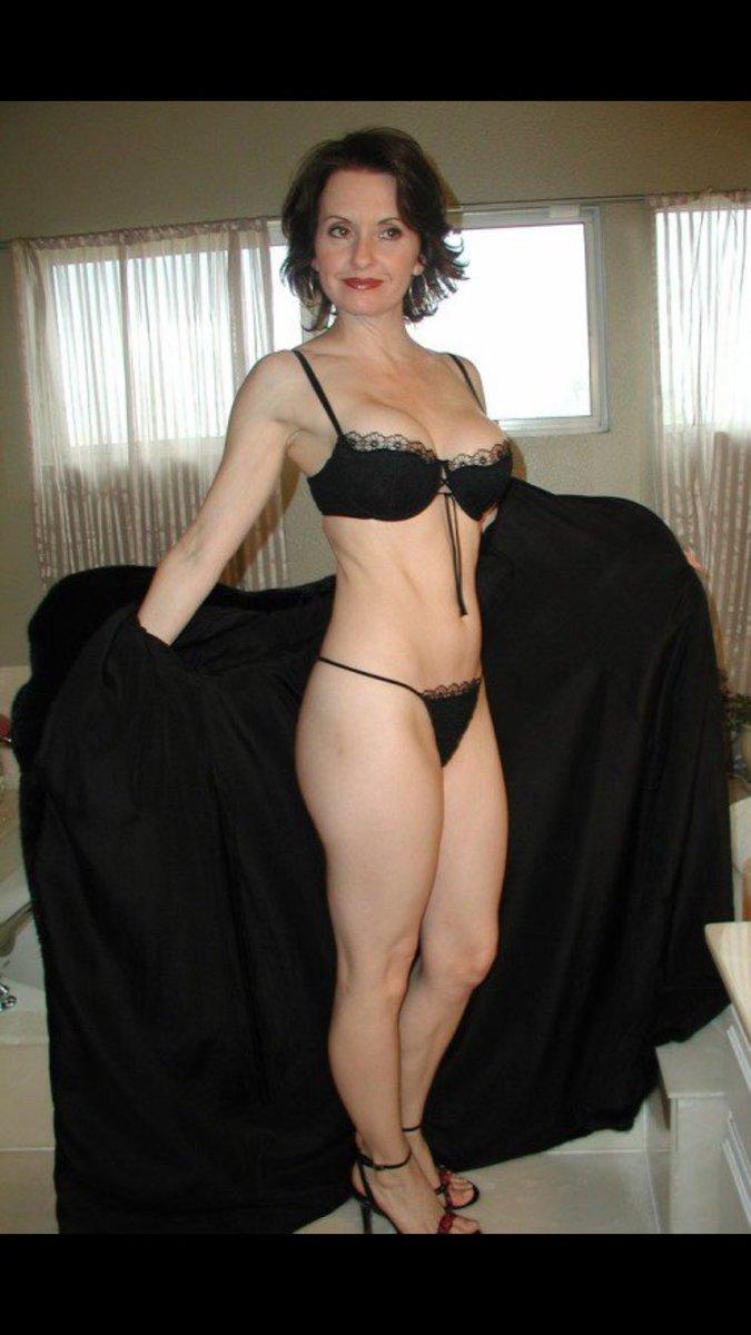 Slutty redhead bikini models