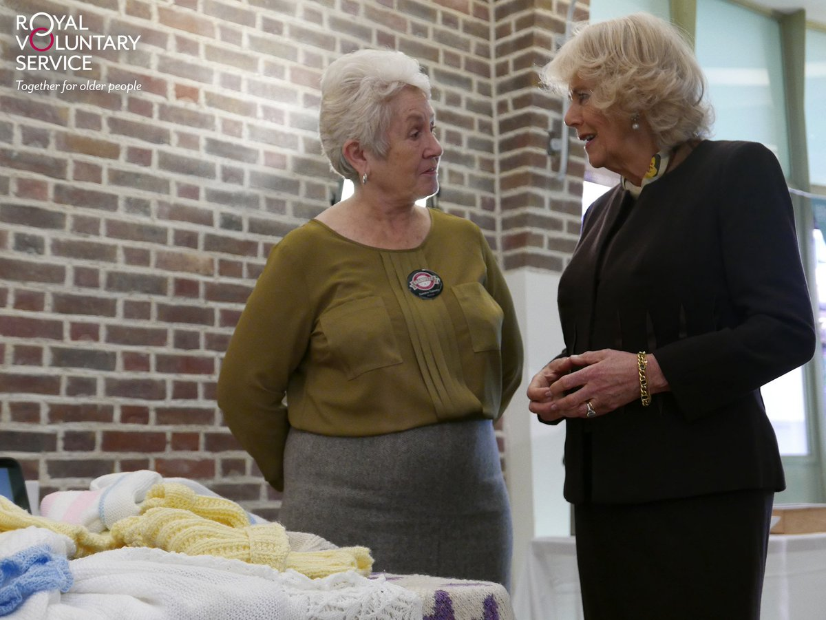 Sandra discusses knitting with The Duchess and her excitement for #GrandFest2016 @ClarenceHouse @GEFFRYE https://t.co/iNkqvy3LX3