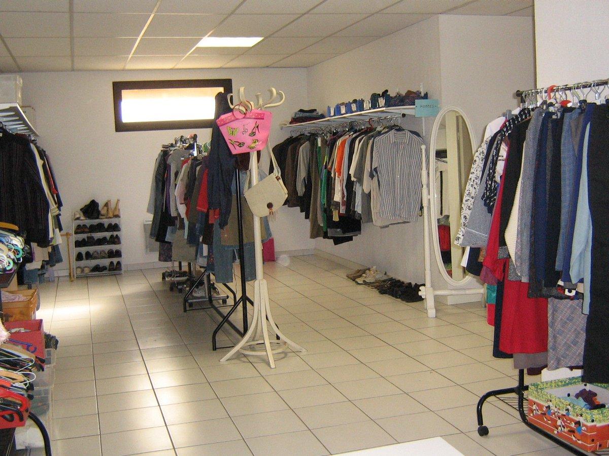 aux restos narbonne un vestiaire pens comme une boutique pour les familles accueillies. Black Bedroom Furniture Sets. Home Design Ideas
