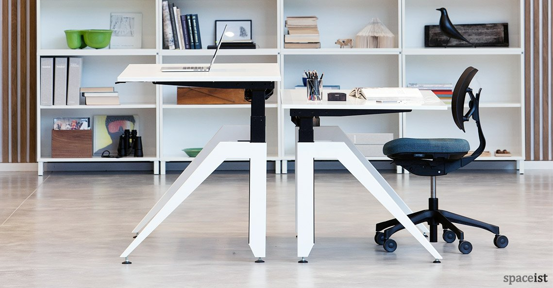 Swift movement from sitting to standing: Check out the updated #Cabale #Desk:  http://www. spaceist.co.uk/office-furnitu re/office-desks-and-storage/office-desks/standing-desks/cabale-standing-desk-detail &nbsp; …  #workplace<br>http://pic.twitter.com/VysMTYMRLc