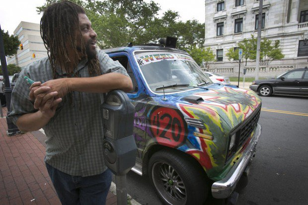 Police raid NJ Weedman's joint in Trenton https://t.co/oEVq8fstKs