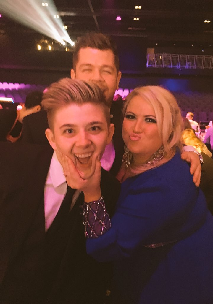 RT @leah_macrae: Wee cheeky chops!  @nickymcdonald1 #photoBomb #ysawards16 @gradowrestling xx https://t.co/qrW4kzyZex