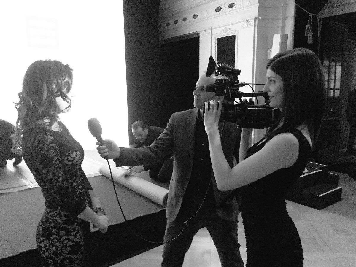 Tolle Ladies: Preis gewonnen und beim Siegerinti gleich wieder mit angepackt #Teamwork @TeleBaernTV #swisspressaward