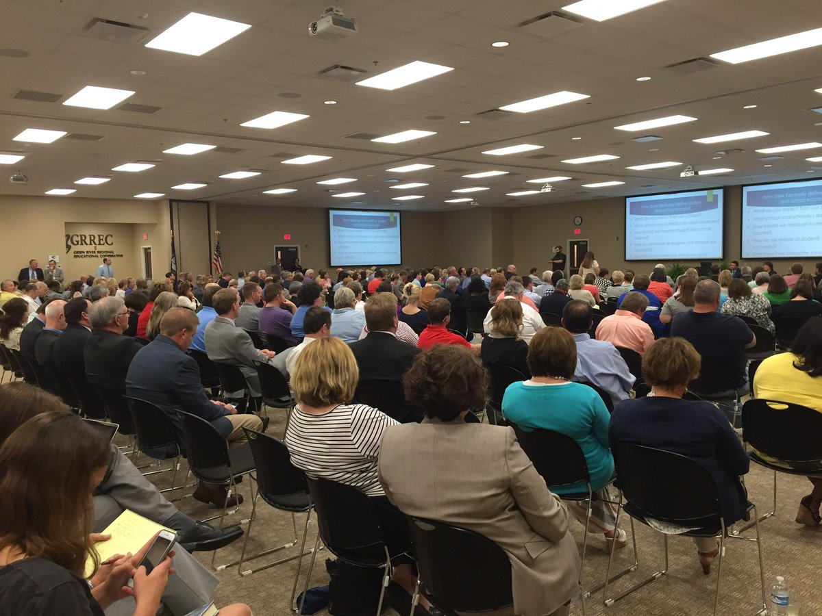 Several hundred brave bad wx to attend Ed Town Hall on school accountability in BG @GRRECKY. #KyEdListens https://t.co/Cl5XZT5W54