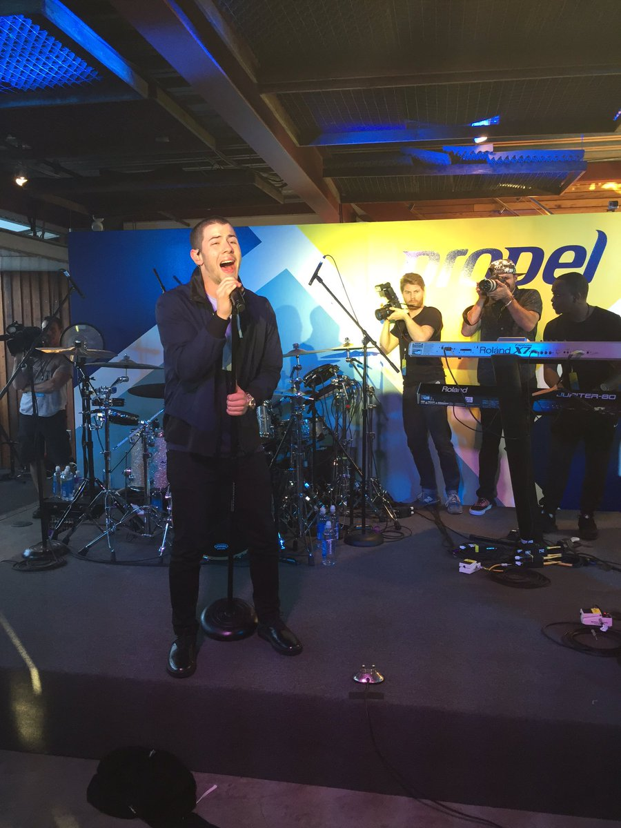 Wow... @nickjonas CRUSHED it at The @Propel_Water launch tonight! #madetomove https://t.co/viBZX79AeF