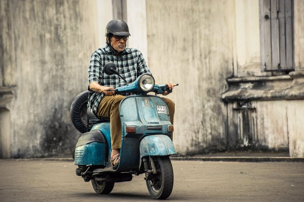 First Look Pictures of Amitabh Bachchan, Vidya Balan, Nawazuddin Siddiqui from TE3N