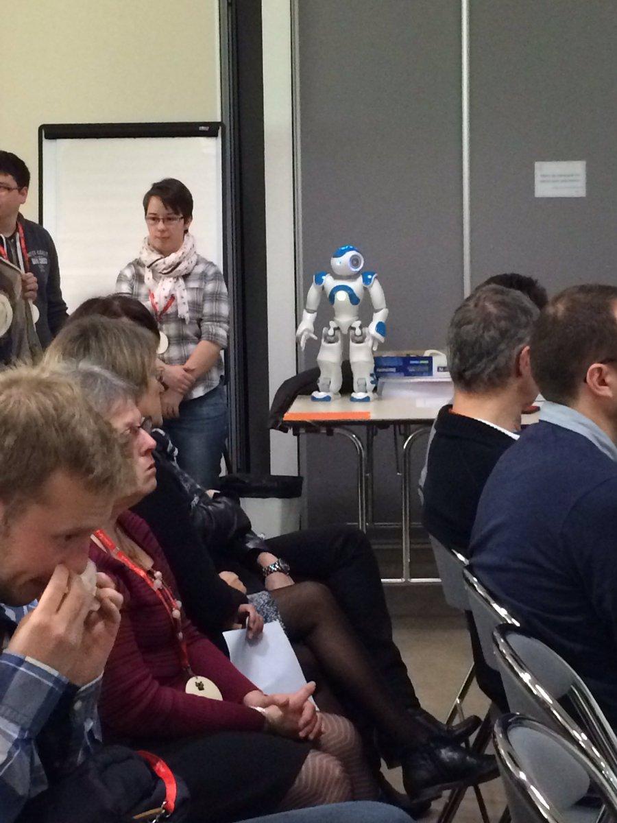 Le robot #Nao est très sage en attendant le lancement de #maisonmix ! #silver #IoT #maker cc @LaFTRennes https://t.co/ZjtVmUQg2t