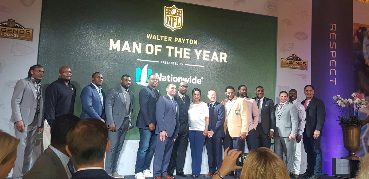 Capturing past Walter Payton Man of the Year pres by @Nationwide winners.#NFLDraft2016 #NFLPALeaders https://t.co/BOPkobFZU0