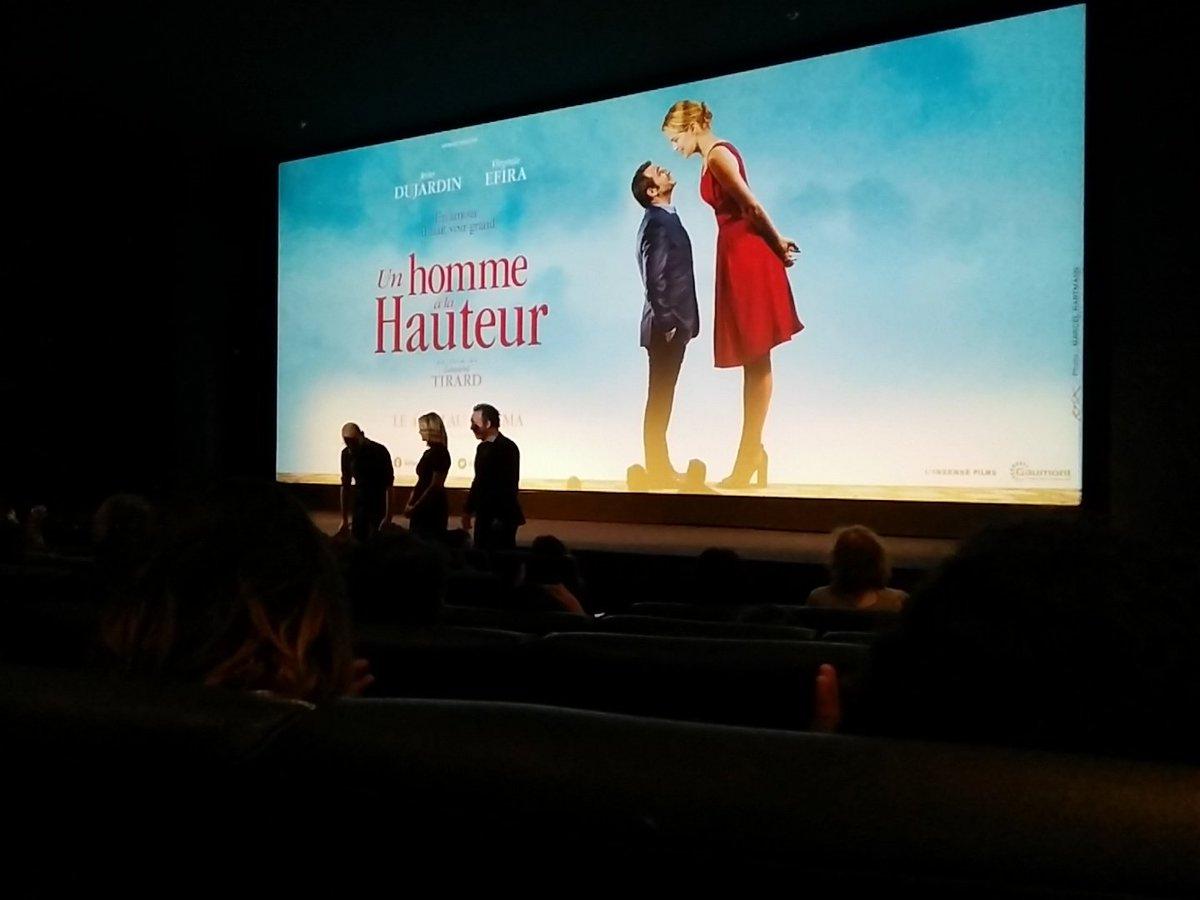 Laurent Tirard, @JeanDujardinOff et Virginie Elfira à l'avant-première du film Un homme à la hauteur.