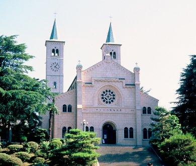 1998年(平成10年)4月29日1991年(平成3年)9月5日に失火により焼失した山口市のザビエル記念聖堂の完成を祝う完工式と献堂式が行われた。