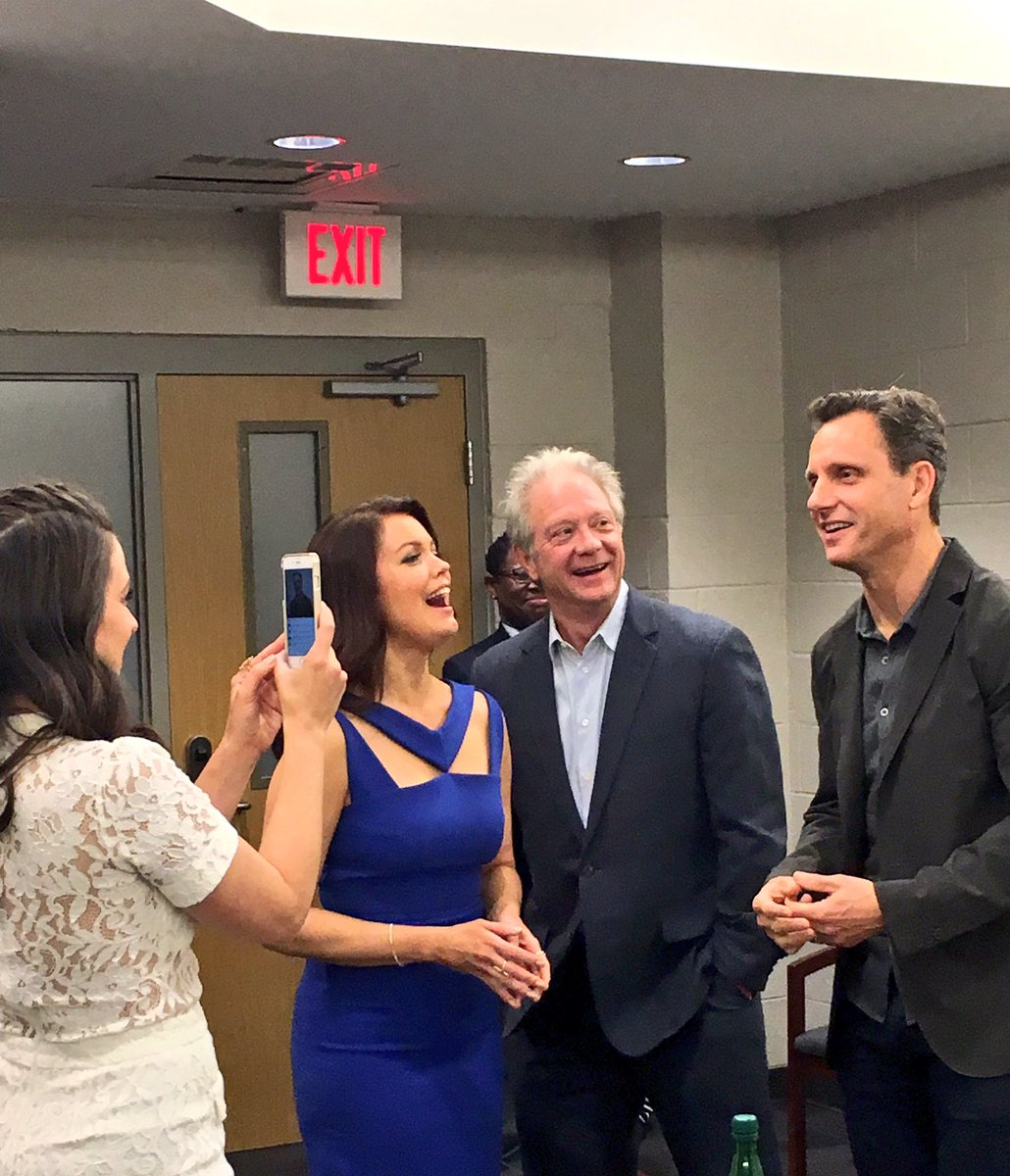 In case you aren't aware, @KatieQLowes is the queen of social media. @tonygoldwyn says so. #SCANDALatSI https://t.co/KdCXxCwzCt