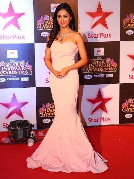 Tridha Chodhury aka Swadheenta in Dahleez image-picture - Star Parivaar Awards 2016