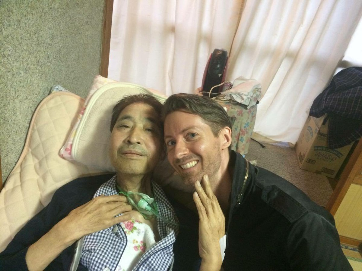 Soon after returning home, Mr Hata became weaker. But even on oxygen, he smiled. And he often talked w/ me about T. https://t.co/7Ptaj2ZtQt