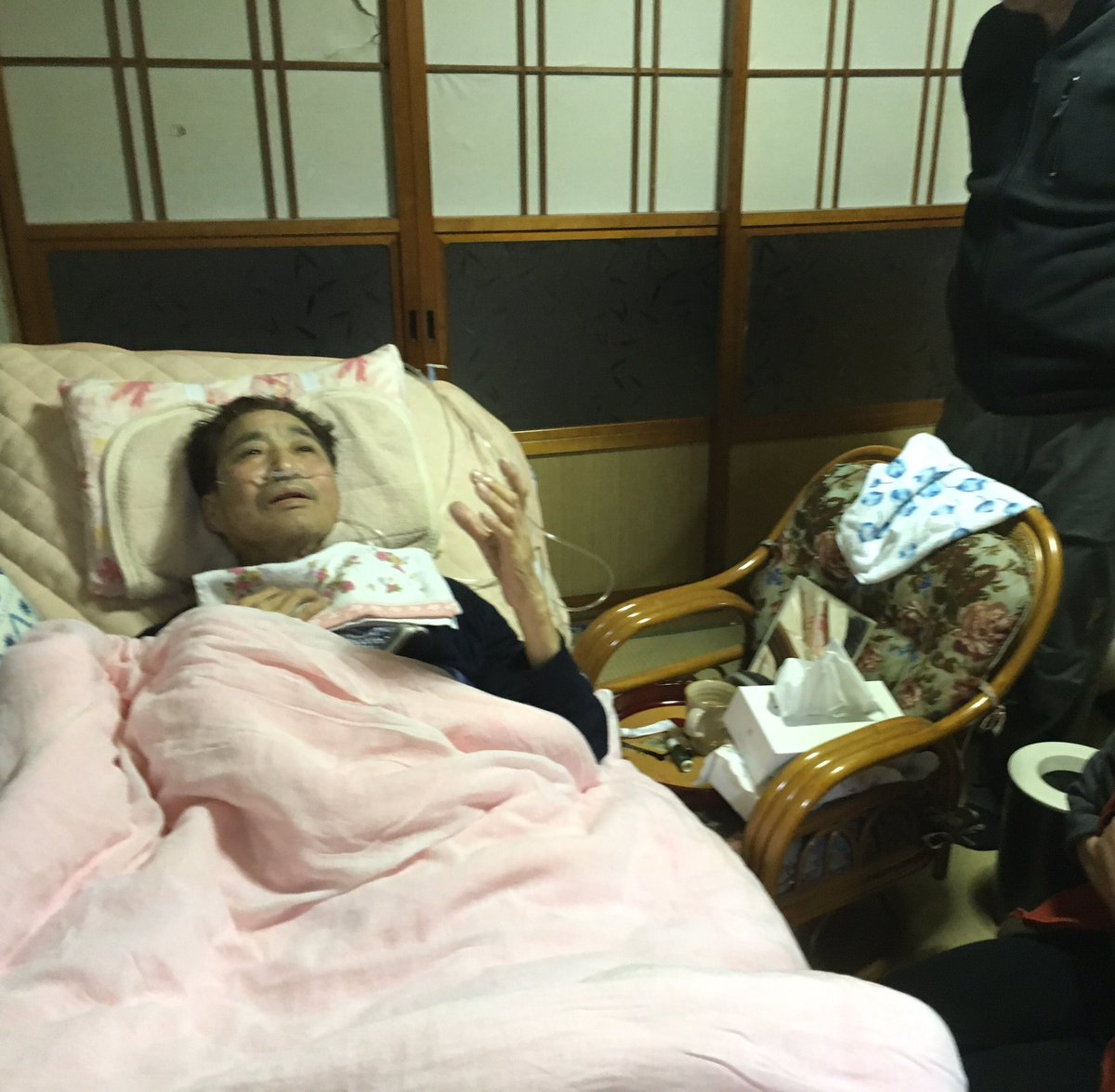 From his bed, Mr Hata told stories and entertained visitors w/ jokes. https://t.co/QoPilynCIs