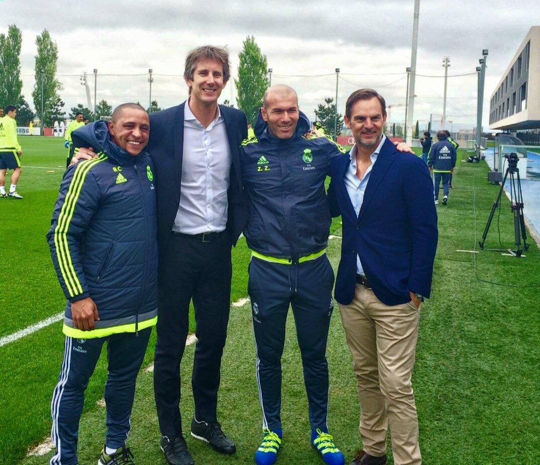 ¿Cuánto mide Edwin Van der Sar? - Real height ChMzZUNW0AEfx89