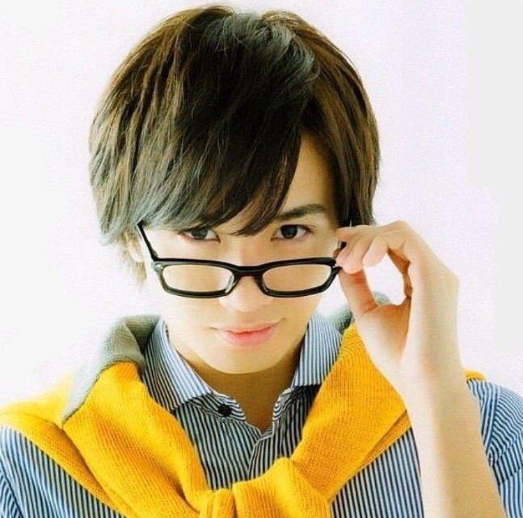 だてメガネの中島健人