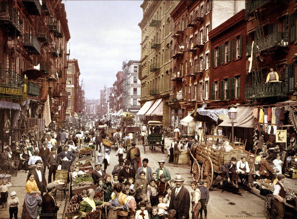 I #migranti di un secolo fa erano i nostri bisnonni, lo abbiamo dimenticato in fretta. Little Italy, New York, 1900.