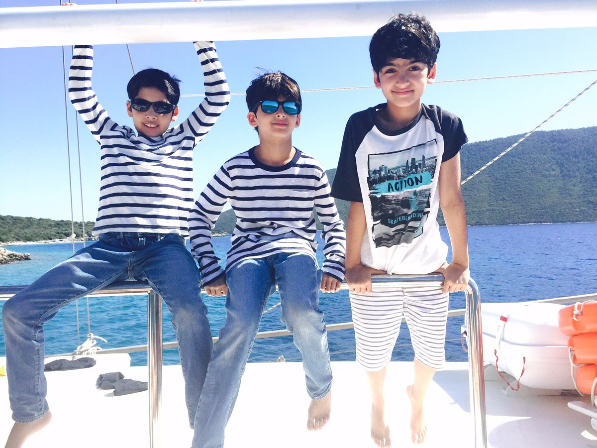 Three sailors at sea....#bodrumdays #myheartmonsters #tranquil #headfullofdreams https://t.co/pFKOYQAefS