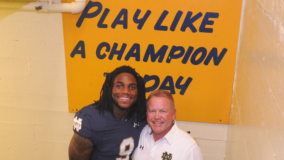 CowBoys got a once-in-a-generation talent in Jaylon.  How many guys won Butkus in both HS & College?!  #NDinTheNFL https://t.co/swgfkDsTQ3