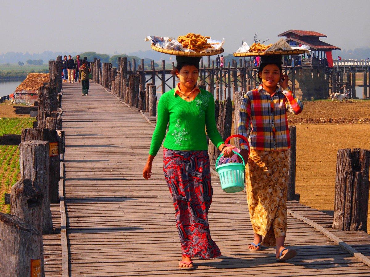 Enjoy the views from #UBeinBridge, the longest teak wood bridge in the world. #Travel #Burma #Myanmar #Mandalay https://t.co/WFGlbwYIeJ