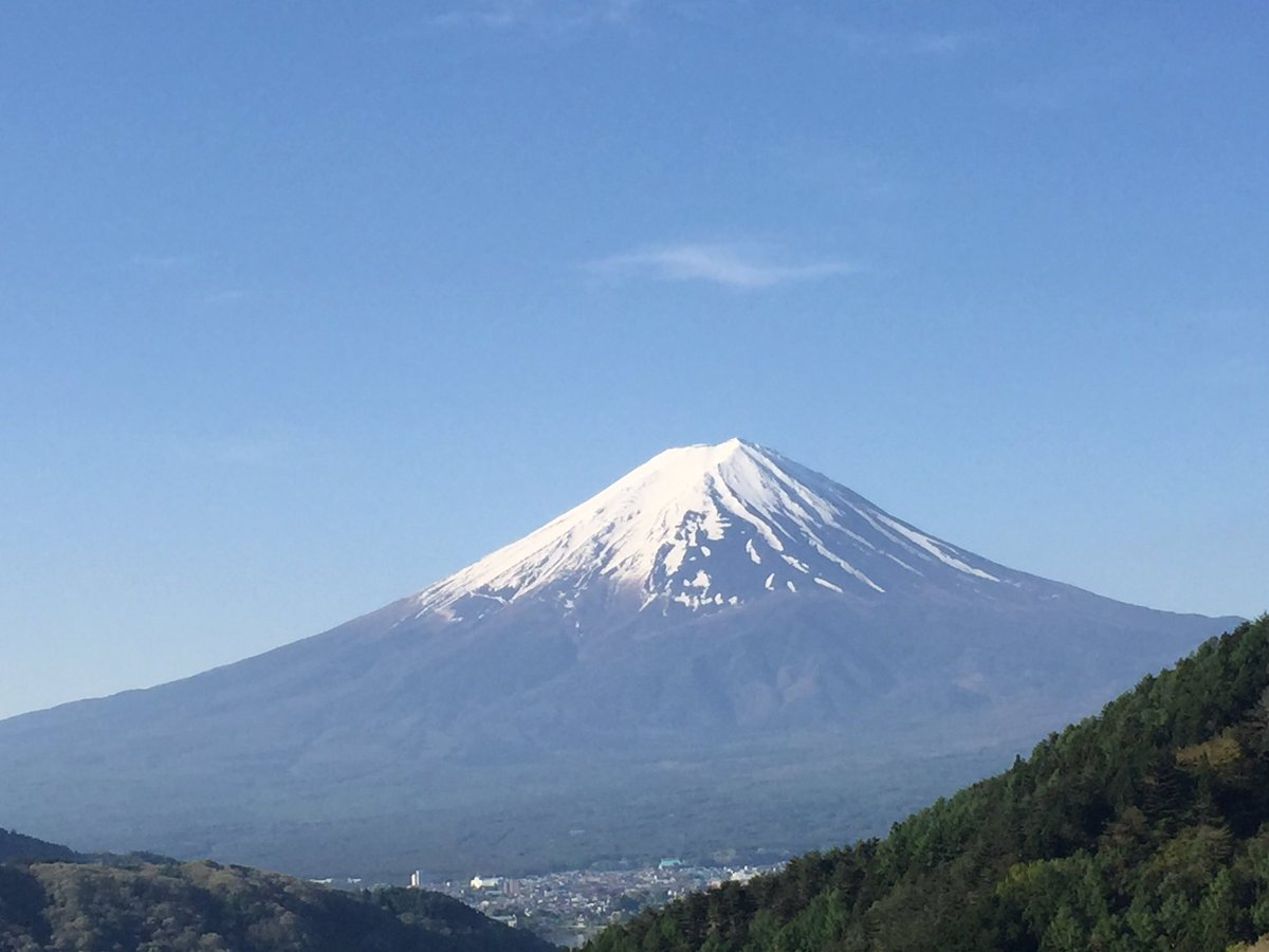 おはようございます。 今の富士山、とてもキレイ。 https://t.co/91IgTFKa29