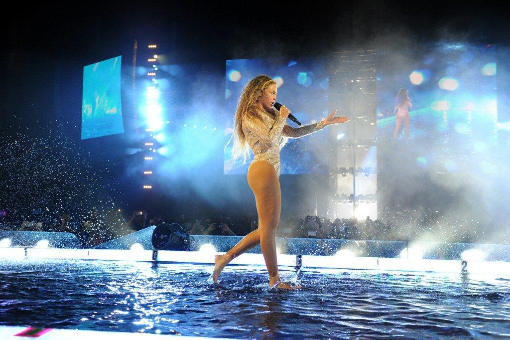 Here's Beyoncé Walking On Water, NBD https://t.co/ieeYpefQCP https://t.co/2mCNxE47L2