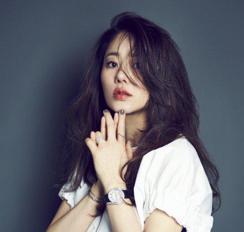 Gorgeous South Korean actress Go Hyun-Jung