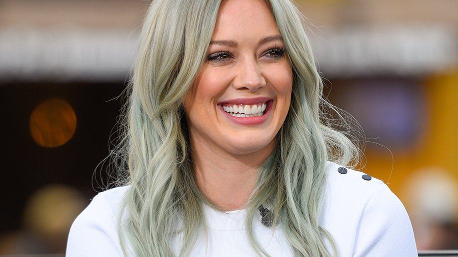 .@HilaryDuff posts unretouched bikini video of herself in the name of body positivity: https://t.co/Lyq3MtBcFR https://t.co/7K9AGbu9m1