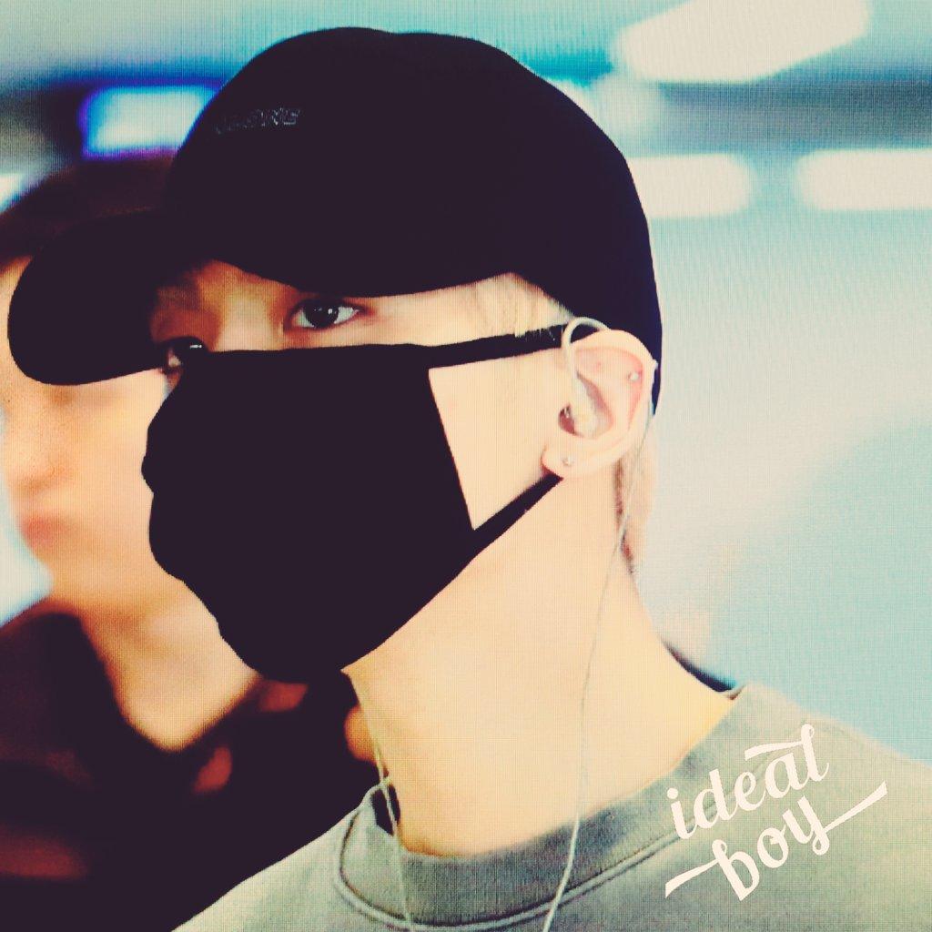 160430 Jonghyun @ Aeropuerto Gimpo. ChPyK_QVEAA6jVC