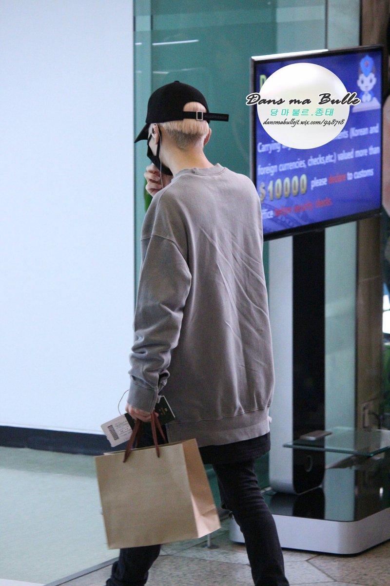 160430 Jonghyun @ Aeropuerto Gimpo. ChPz-EQUkAEu_g1