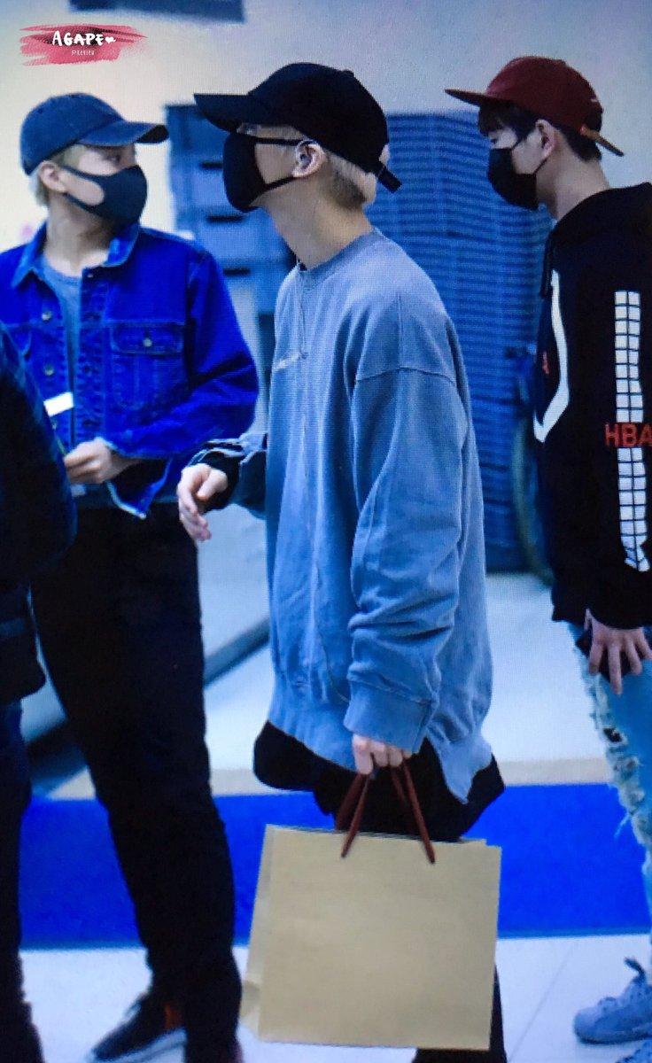 160430 Jonghyun @ Aeropuerto Gimpo. ChPzHRDU0AEljge