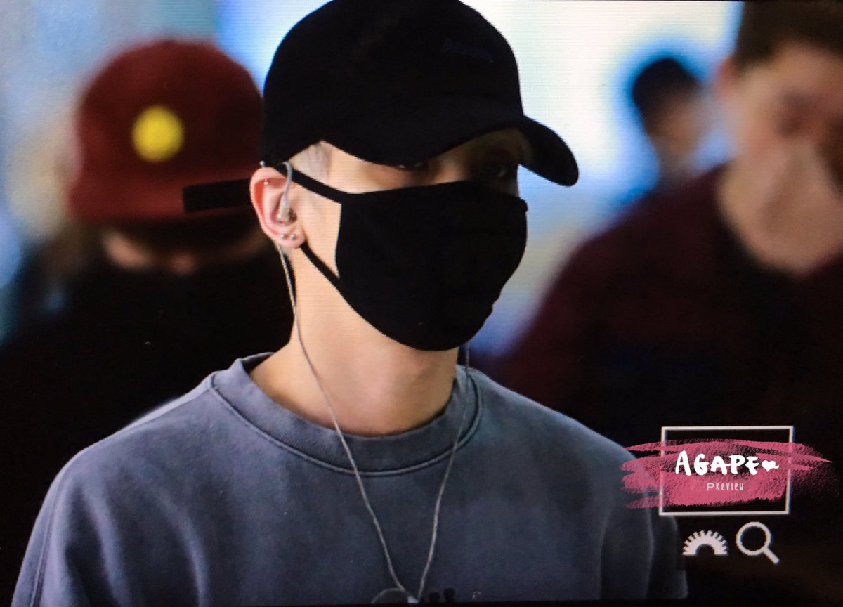 160430 Jonghyun @ Aeropuerto Gimpo. ChPzHREUcAAbac3