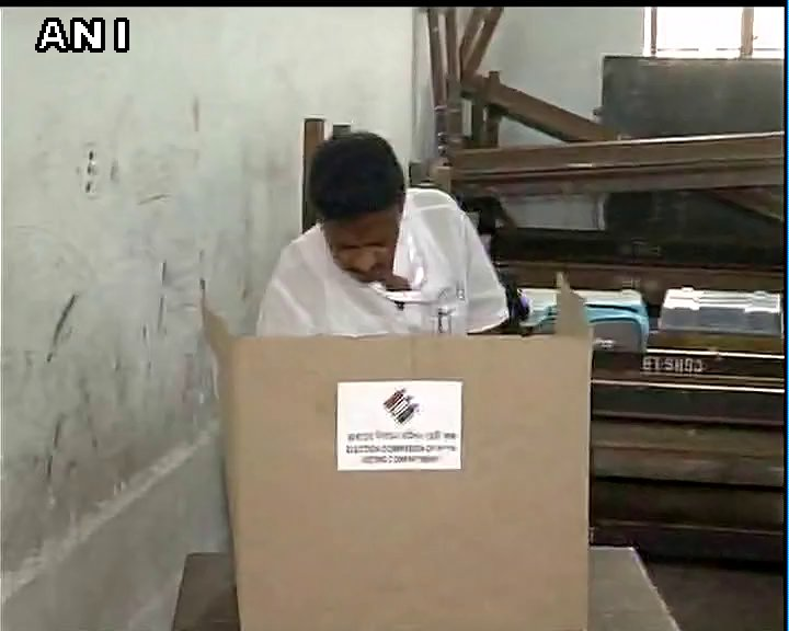 TMC leader Firhad Hakim casts his vote for the 5th phase of #WestBengal Assembly elections, in Kolkata