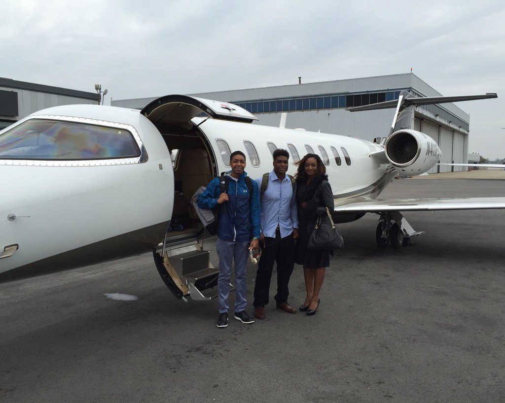 Myles Jack and his family hopping on Shad's plane to head to Jax https://t.co/qlfGjhdtp6